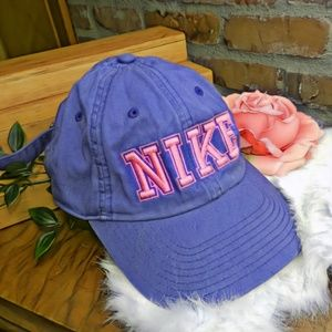 RARE NIKE pink and blue heritage 86 baseball hat